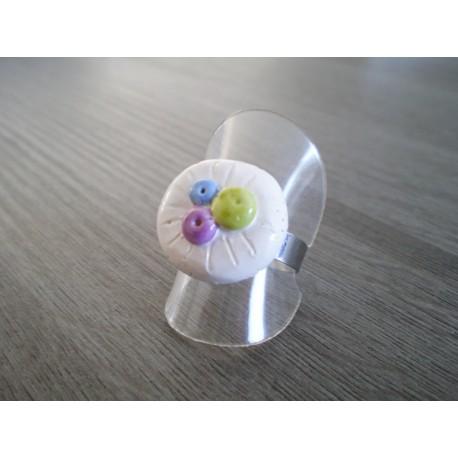 Bague billes d'argile faïence blanc vert bleu violet