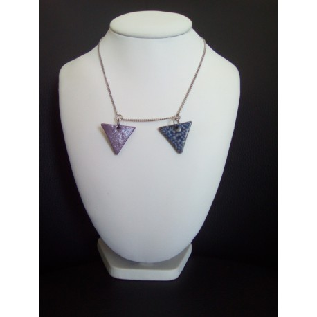 Collier triangle faïence céramique violet et bleu