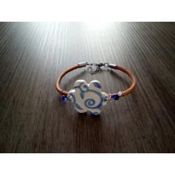 Bracelet bleu blanc faïence artisanale sur cuir et acier inoxydable made in france vendée