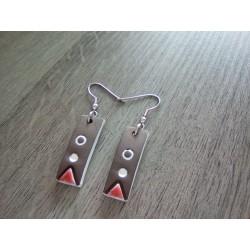 Boucles d'oreilles céramique grise rouge et blanche