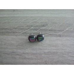 Boucles d'oreilles puce verre noir et dichroic violet vert.