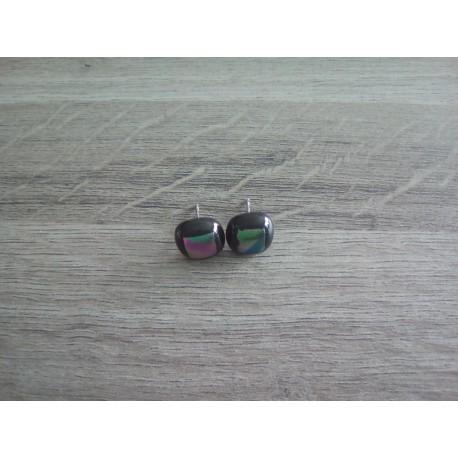 Boucles d'oreilles puce verre noir et dichroic bleu vert.