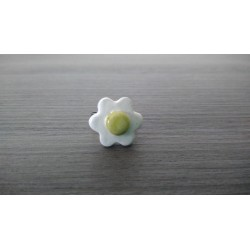 Ring green and white earthenware flower