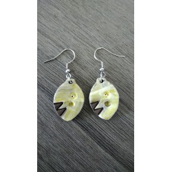 Green ceramic earrings in black earth