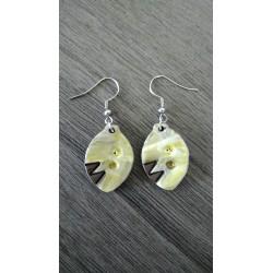 Green ceramic earrings in black earth