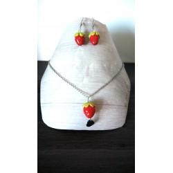 Parure bijoux fraise en faïence sur chaine d'acier inoxydable.