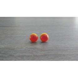 Boucles d'oreilles puce verre fusing jaune et rouge.