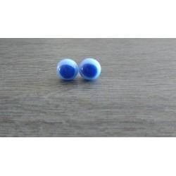Boucles d'oreilles puce verre fusing bleu.