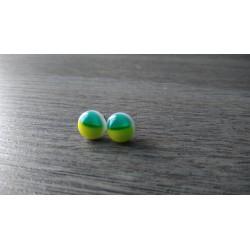 Boucles d'oreilles puce verre fusing vertes.
