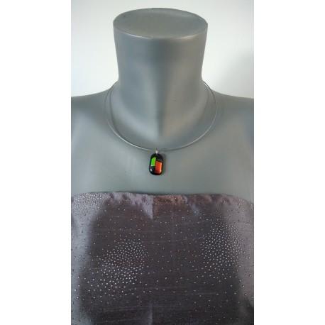 Pendentif noir effet dichroic en verre fusing création artisanale vendée