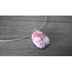 Pendentif femme verre fusing millefiori rose et blanc transparent marguerite créatrice bijoux artisanaux vendée