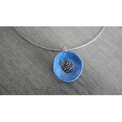 Collier bijoux artisanaux céramique bleu motif florale