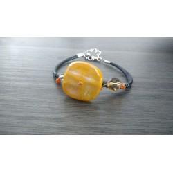 Bracelet jaune doré sur cuir noir, verre dichroïque artisanale sur cuir noir et acier inoxydable made in france vendée