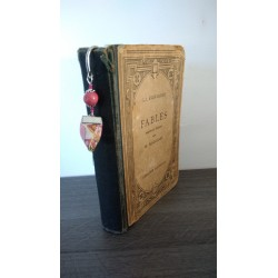 Petit marque-page rouge en céramique, tissu et métal argenté