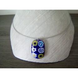 Pendentif femme en verre fusing millefiori coloris bleu foncé créatrice bijoux artisanaux vendée