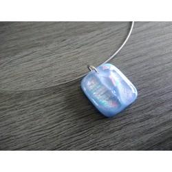 Pendentif bleu clair dichroic à reflet en verre fusing création artisanale vendée