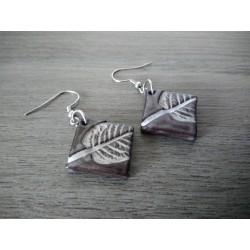 Boucles d'oreilles céramique grise et blanche feuille
