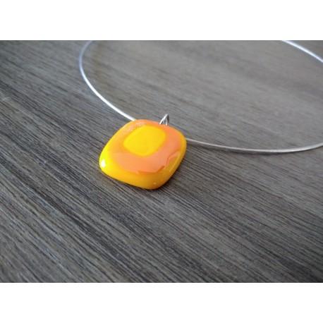 Pendentif femme verre fusing jaune et orange créatrice vendée
