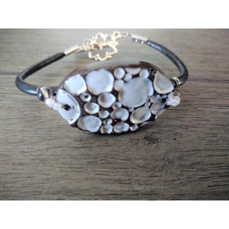 Bracelet blanc faïence noir artisanale sur cuir noir et acier inoxydable made in france vendée