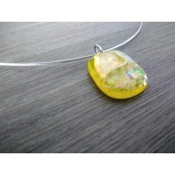 Pendentif jaune dichroic à reflet en verre fusing création artisanale vendée